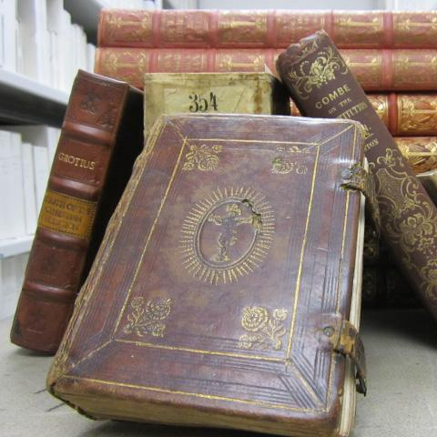 Archives books